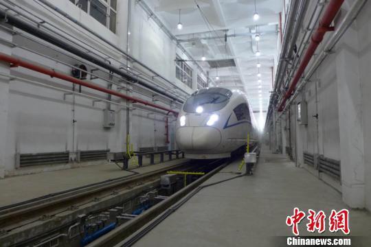 中国首台高寒动车组融冰除雪装置春运试运行
