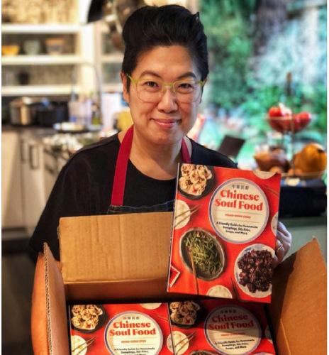 周晓晴的《中华民厨》食谱,让老美不再畏惧做中国菜。(图:周晓晴提供)