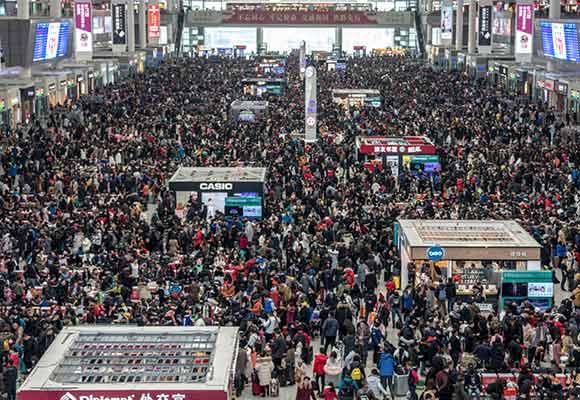 上海虹桥火车站人山人海