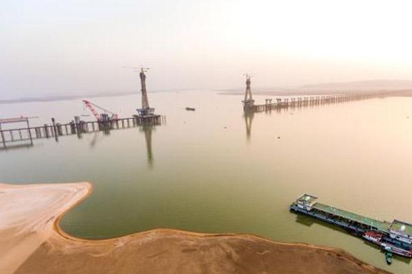 鄱阳湖二桥加紧施工 预计2018年底竣工通车