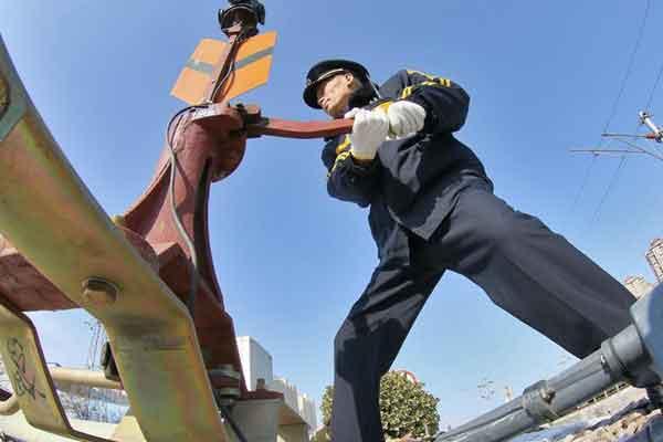 山东烟台:最后的扳道员