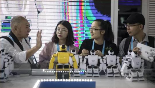 中国科技企业为吸引在美精英回国创业 给钱给房