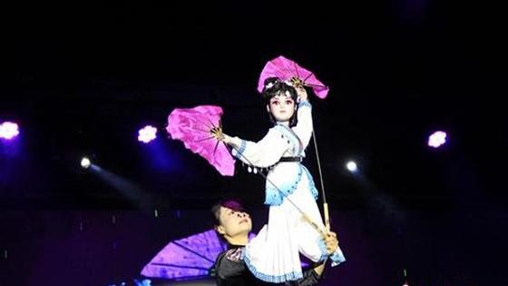 泰媒:春节将至 泰国机场精心装扮迎中国游客
