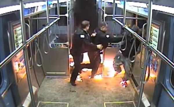 美国男子列车上与人斗殴后纵火烧车致一人受伤