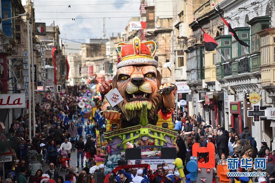 这是2月11日在马耳他首都瓦莱塔拍摄的狂欢节巡游花车。本届马耳他狂欢节将持续至2月13日。 新华社发(马克·扎米特·科迪纳摄)