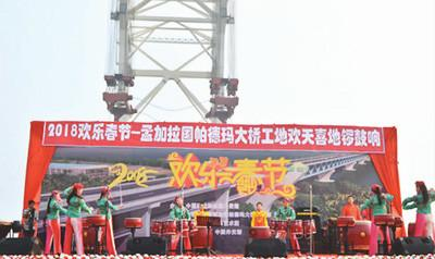 """""""一带一路""""工地上的中国年:与外国友人共度春节"""