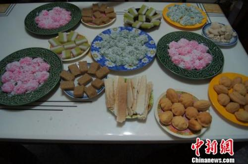 资料图:兴隆华侨农场归侨家中的香甜糕点。(<a target='_blank' href='http://www.chinanews.com/' >中新网</a>记者黄良策 摄)