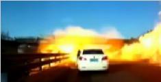 京哈高速液化气罐车侧翻泄漏着火 两人受伤