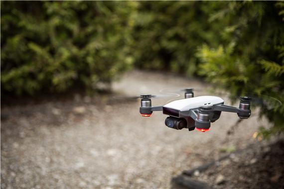 美国新系统让无人机在复杂环境灵活穿梭