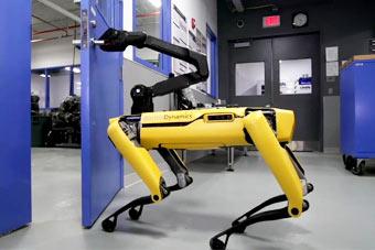 魔性黑科技:美国逆天机器狗学会拧把手开门
