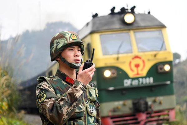 探访中越边境部队 95后戍边训练护卫佳节