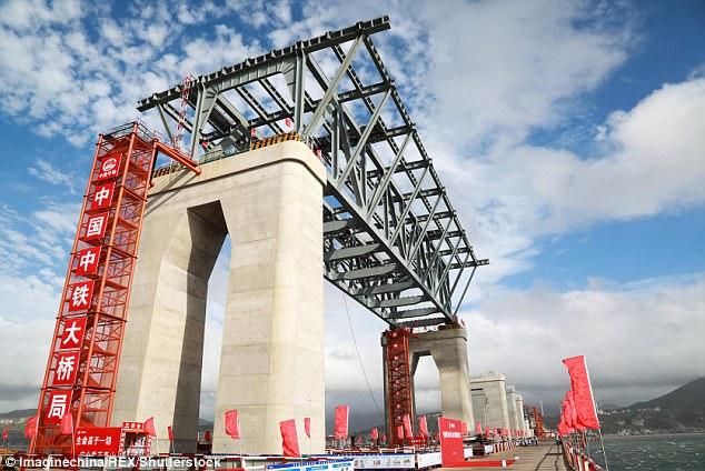 """有钱有技术!中国在""""亚洲百慕大""""建跨海大桥"""