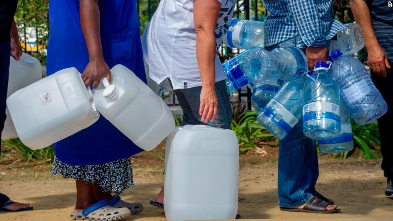南非开普敦水荒严重 罕见降水令民众欣喜