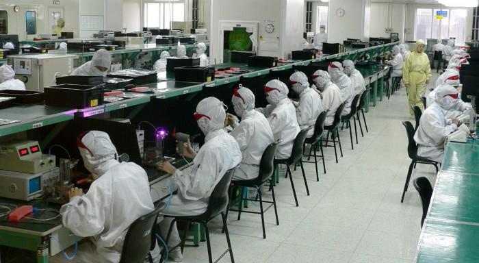 加注机器自动化 富士康今年将裁掉1万多名工人