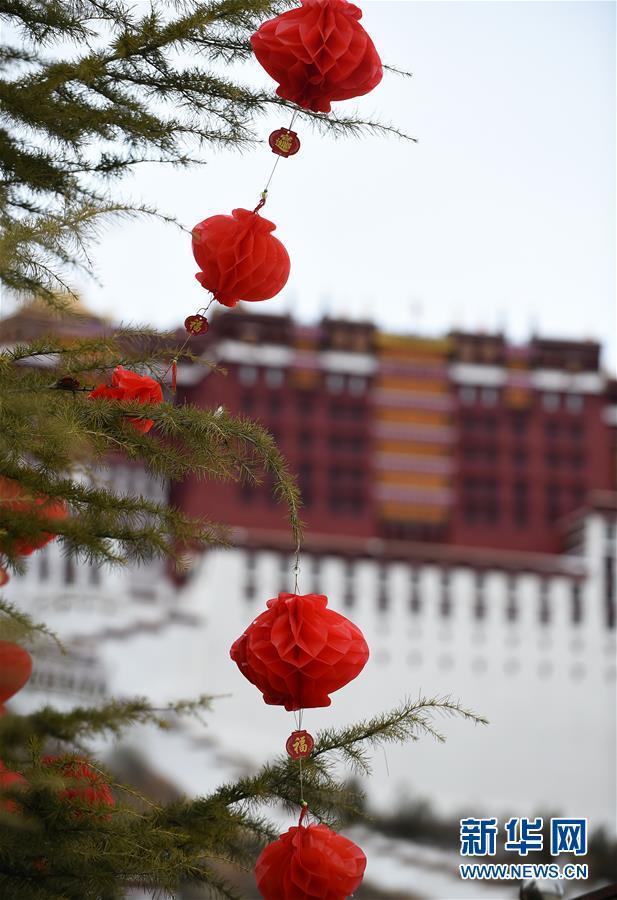 布达拉宫广场盛装迎接新年