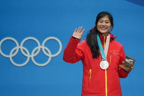 女子单板滑雪U型场颁奖仪式 刘佳宇摘银