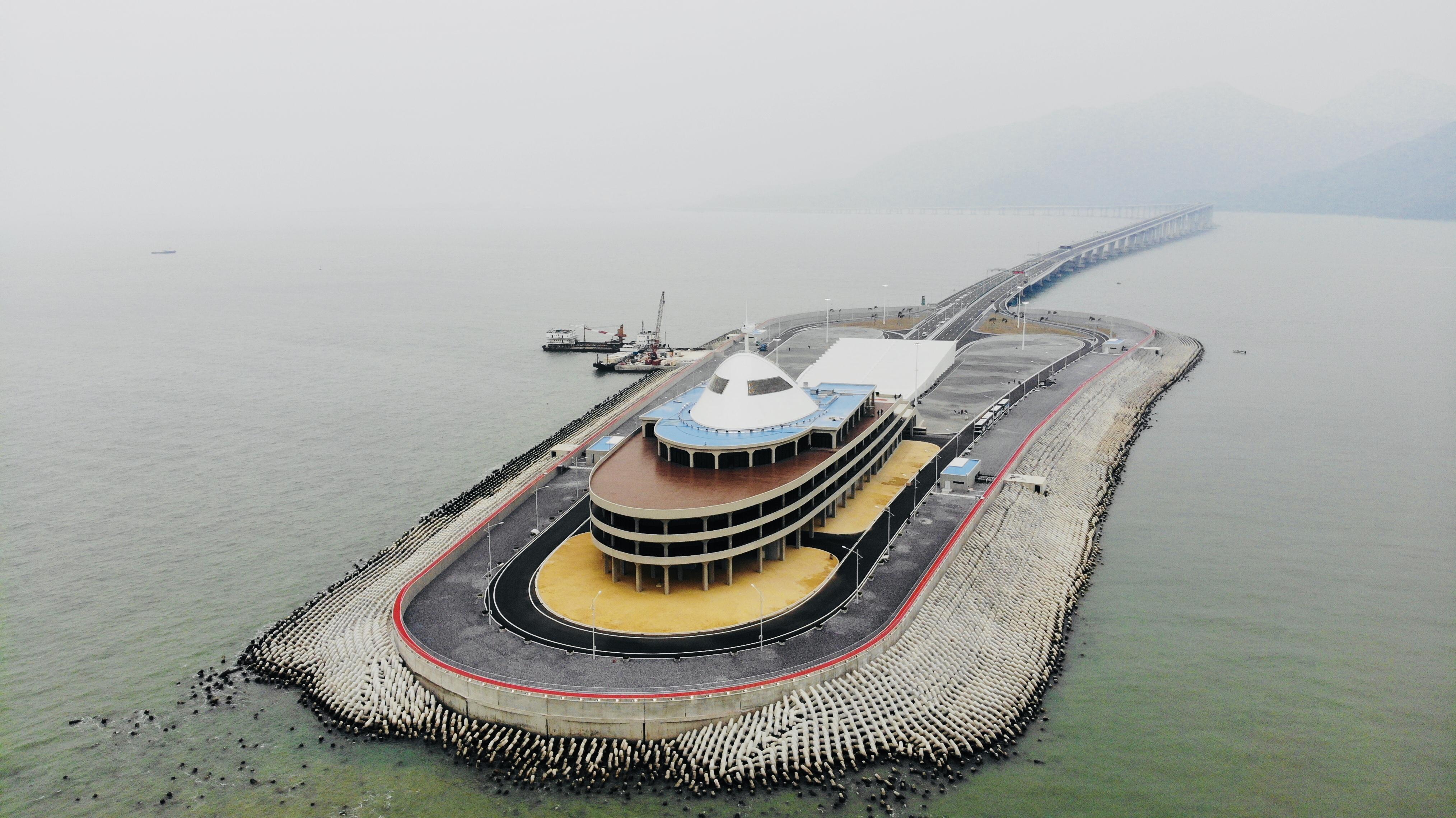 """澳门国际赌博平台:环环登上港珠澳大桥及其人工岛_领略""""超级工程""""的设计之美"""