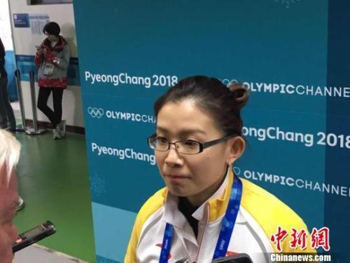 中国冰壶女队大胜瑞士开门红 王冰玉俏皮送飞吻