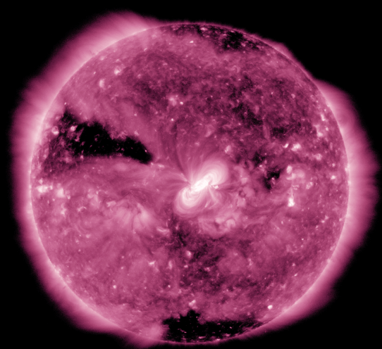 "NASA分享从太空拍摄的""紫色""日全食画面"