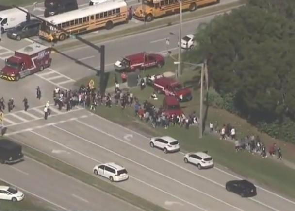 美国高中枪击案已造成17人死亡 凶手已被捕