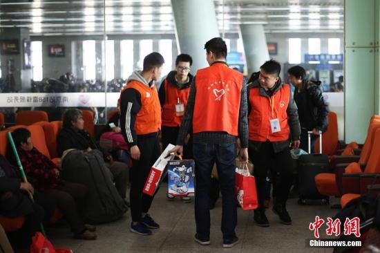 中国注册志愿者超7643万人 累计服务逾13.7亿小时