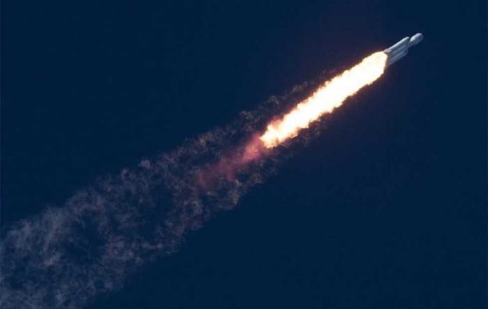 马斯克:为何猎鹰重型核心助推器没有成功着陆