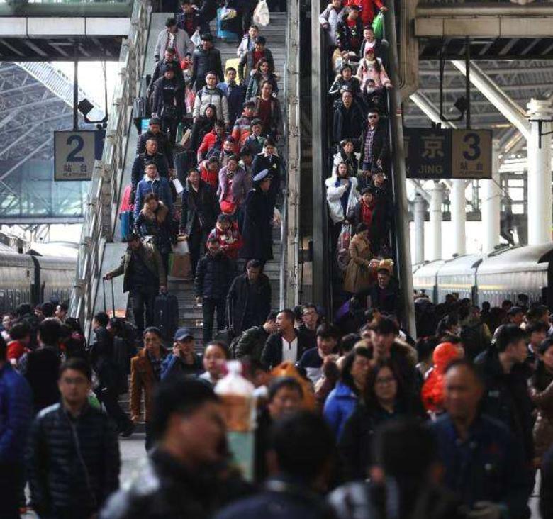 农历三十全国铁路发送旅客550万人次