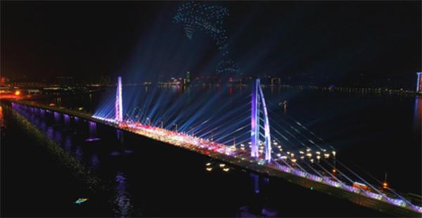 百度央视春晚秀自动驾驶技术,无人车队驶上港珠澳大桥