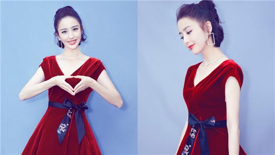 佟丽娅穿红裙美艳动人