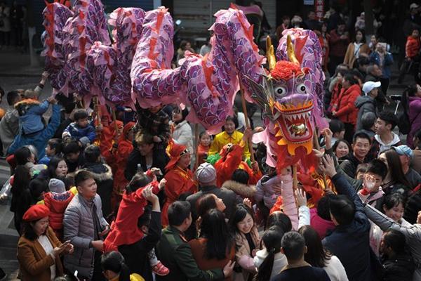 舞龙舞狮庆新春