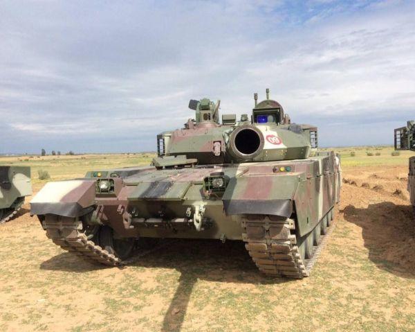 美媒:中国VT4坦克性价比高 可击穿700毫米厚装甲