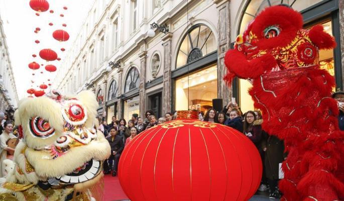 布鲁塞尔购物长廊大年初一闹新春