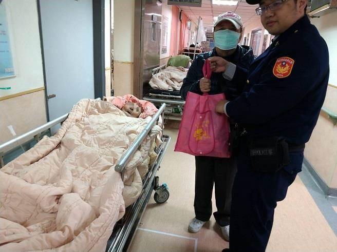 """两岸春节加班机""""卡关"""" 台91岁老人跌下床妻子无机票返家照顾"""