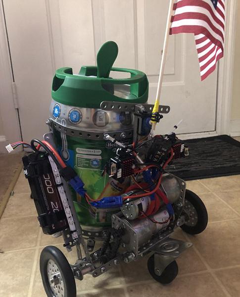 美国一大学生研发啤酒机器人 可远程操控