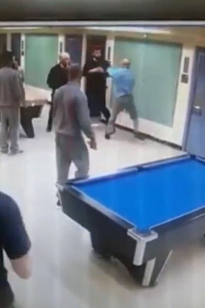 英男子劝架反被当成斗殴者遭警察殴打