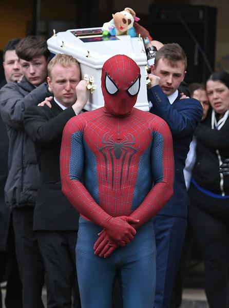 英5岁男童不慎溺亡 父母为其举办蜘蛛侠主题葬礼