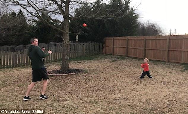 美3岁男童1岁开始练习棒球 击球技术高超