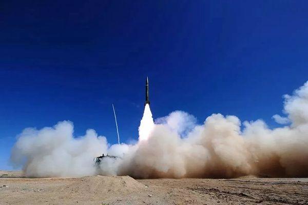 一组震撼大片带你领略导弹腾飞的壮美瞬间......