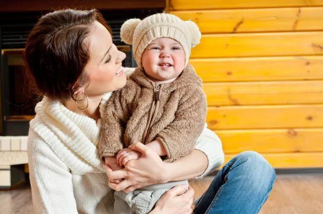 """冬天宝宝""""红脸蛋"""",妈妈该如何护理?"""