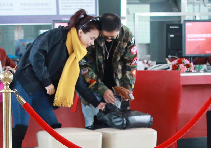 婚事定了?韩庚携女友见家长后甜蜜返京