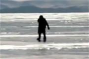 不走寻常路!俄罗斯76岁奶奶每天溜冰上班