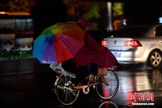 中国南方持续阴雨降温天气 交通出行及春运返程受影响