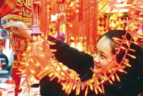 春节消费红红火火:民乐奏响中国风 网购年货成潮流