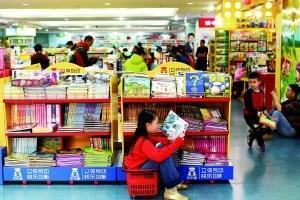 """图书馆逛""""文化庙会"""" 书店客流量比平时翻倍"""