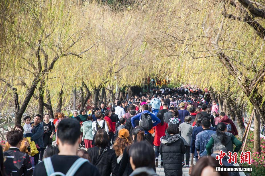 春节假期 福州西湖迎客流高峰