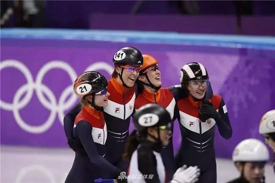 "B组决赛的荷兰队打破了世界纪录,  ""你有手有脚,自己搞定,饭菜在冰箱,拿去热!""获得了铜牌北京体育。"