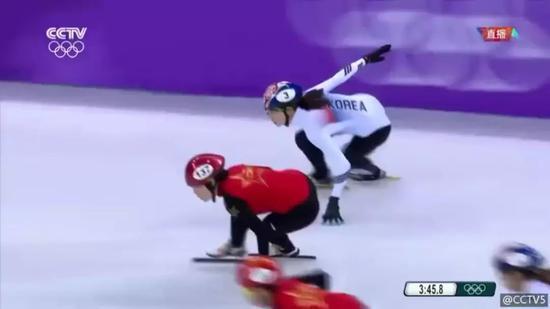 气愤!中国短道速滑又被裁判打败,韩国人办的冬奥真让人看不懂!