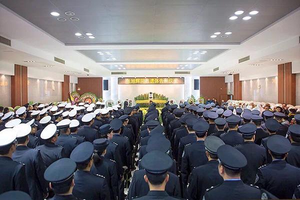 浙江舟山一交警年初二倒在岗位上,生命最后一刻仍攥着对讲机