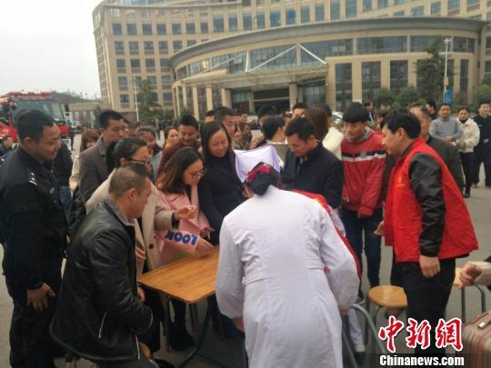 澳门国际赌博:江西赣州客车侧翻事故已致11死20伤(图)