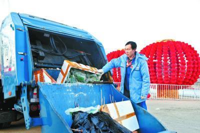 环卫工22年没回家过年:只为春节北京有个干净街面